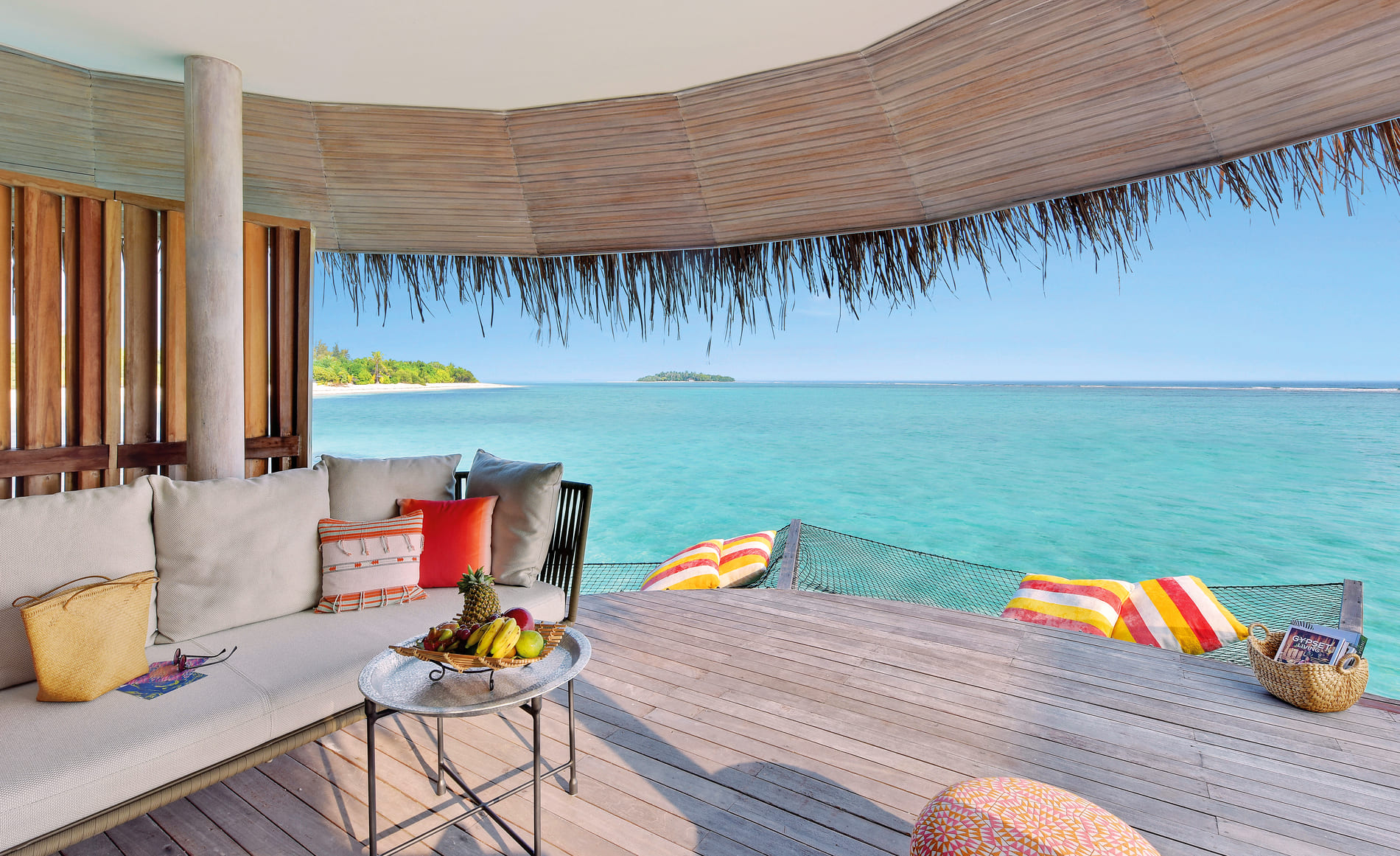 Luxury hotel Kanuhura Resort & Spa Maldives 5-star private sea view villa