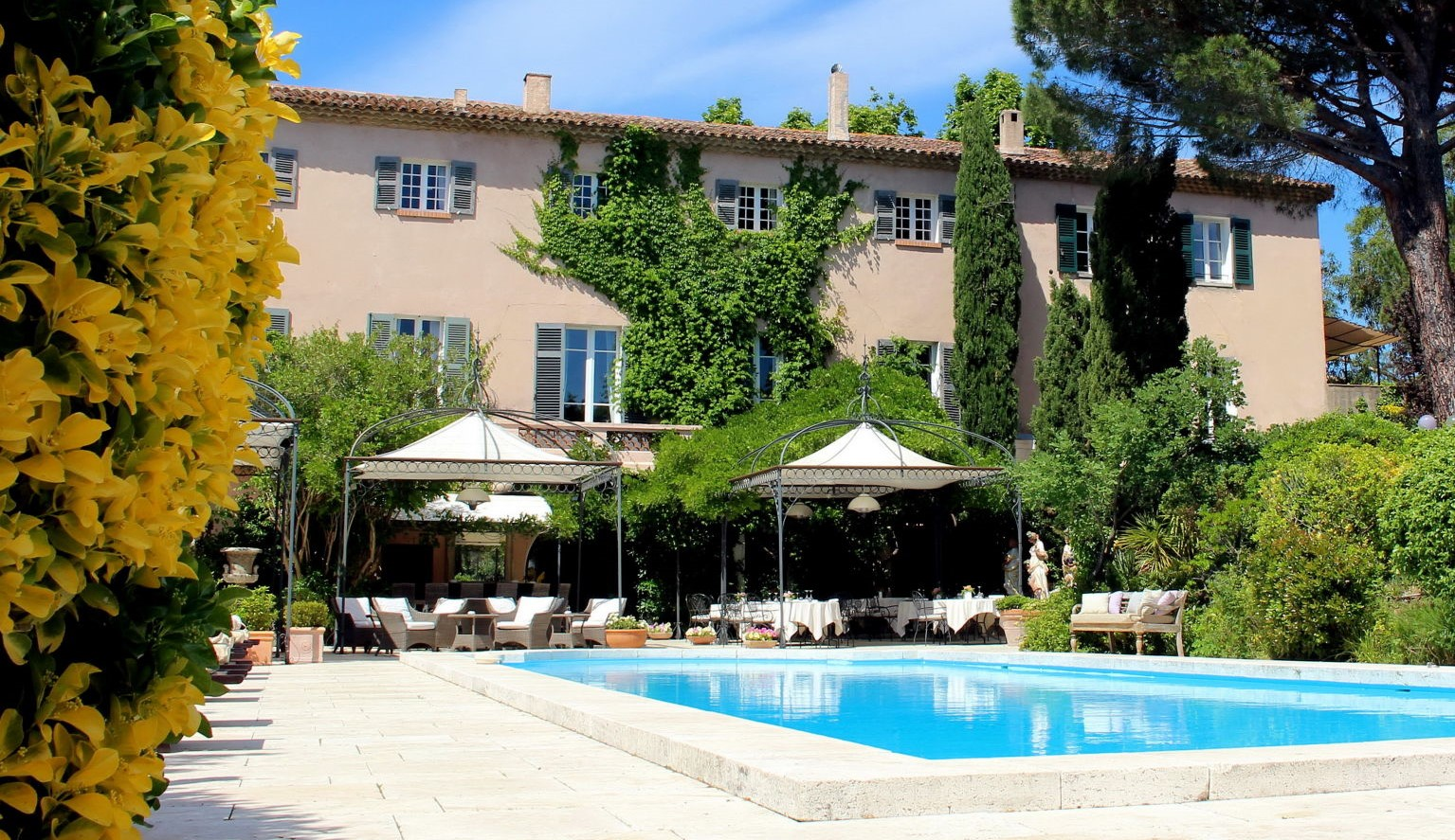 Luxury boutique hotel Mas de Chastelas 5 stars Saint-Tropez France pool