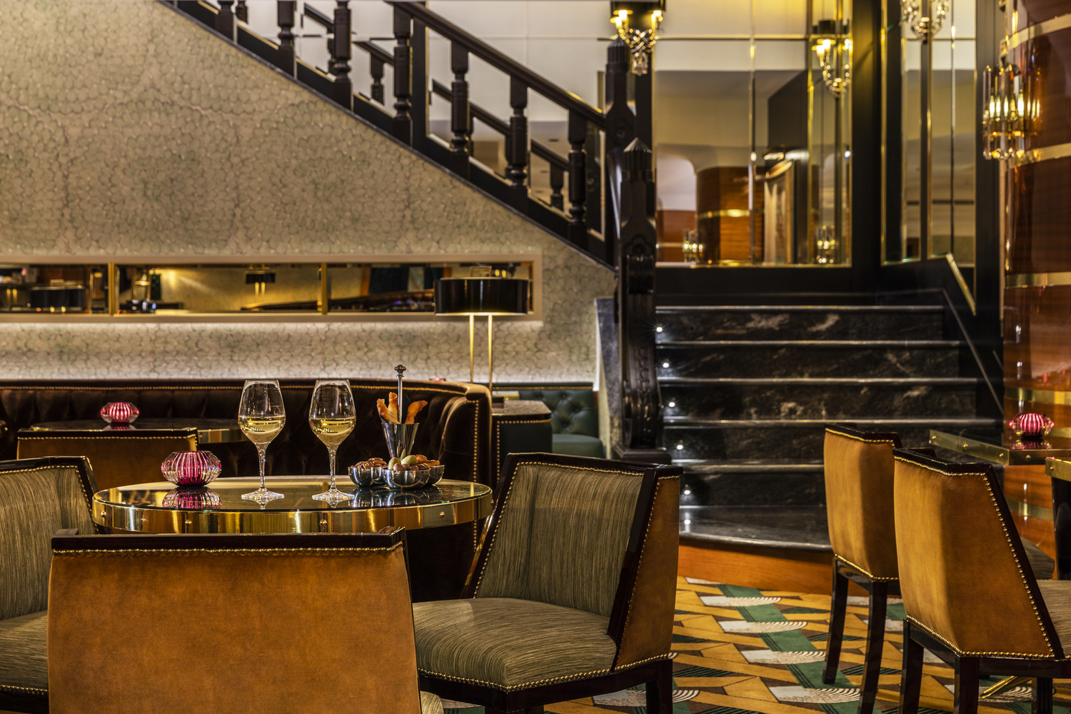 Luxury boutique hotel Porto Portugal Maison Albar Le Monumental Palace 5 stars cocktail bar Americain