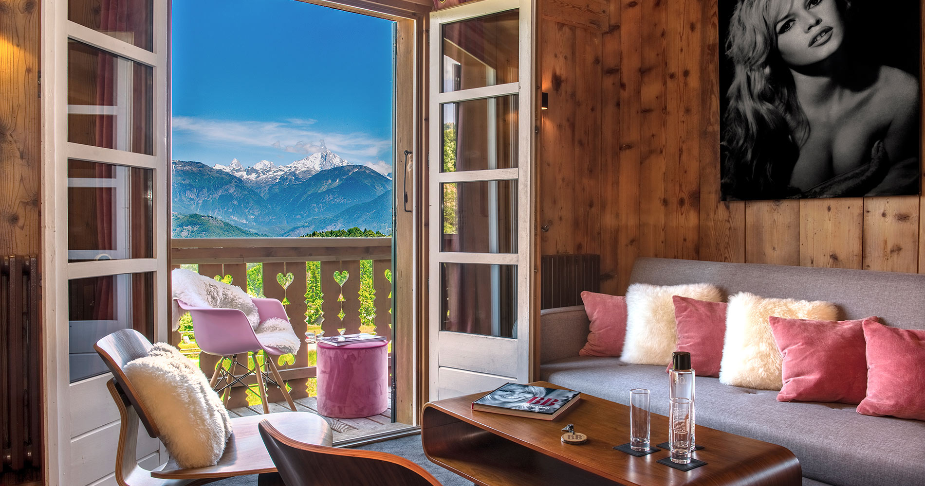 luxury chalet Les Roches Hotel & Spa 4 stars Cordon Savoie France cosy bedroom